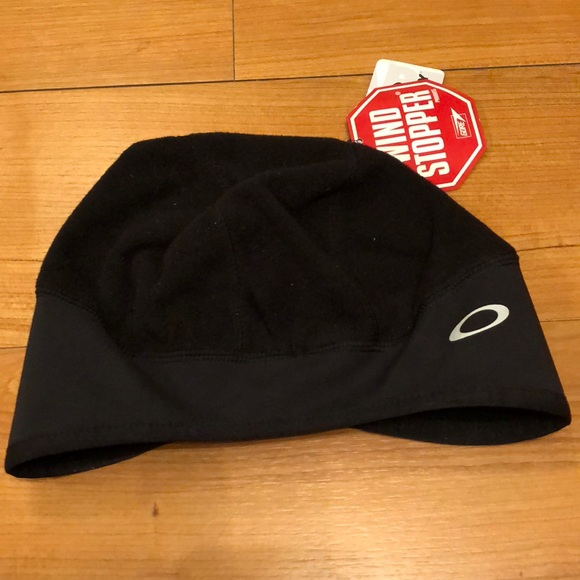 2b1ccad7ad2 NWT Oakley wind stopper hat